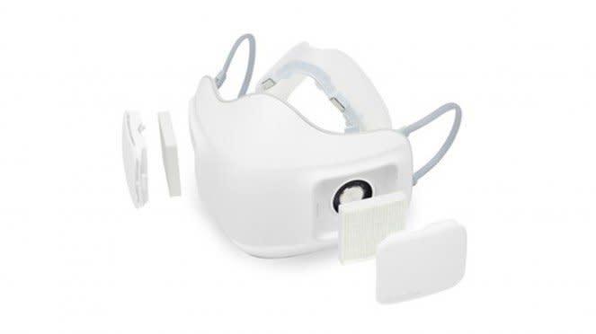 Masker pelindung wajah ketika pandemi COVID-19.