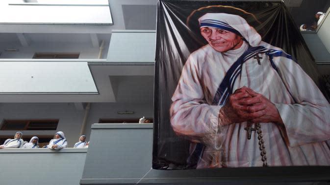 Peringatan kematian Bunda Teresa yang ke-19 di Kalkuta, India (5/9/2016). (AFP/Dibyangshu Sarkar)