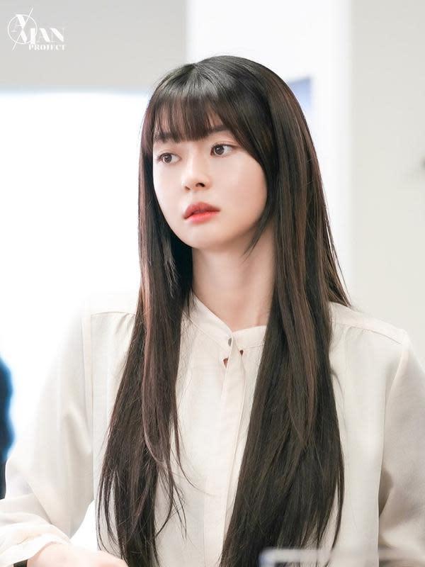 ilustrasi rambut berponi pendek ala Korea/instagram: @hv_nara