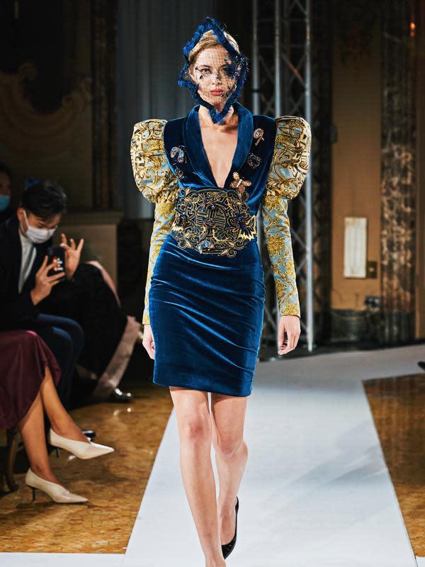 Simak koleksi batik yang dipadukan dengan gaya Eropa dan tampil di Milan Fashion Week 2020 (Foto: Maquinn Couture)