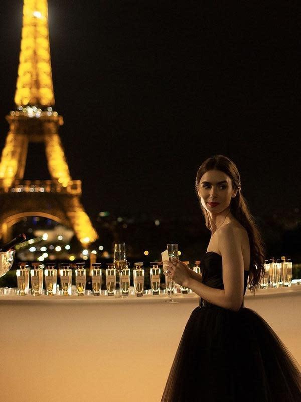 Emily in Paris tayang 2 Oktober 2020 di Netflix. (Foto: Instagram/emilyinparis)