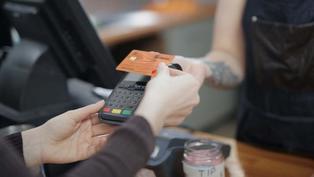 一張有生命力嘅 Debit Card