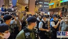 【831事件】太子站外有人群叫口號拒散去 警舉藍旗爆推撞