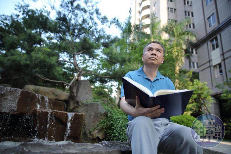 昔日的「期貨天王」張松允,如今放慢腳步轉做長線投資,閒暇時光喜歡寄情自然、閱讀經書放鬆。