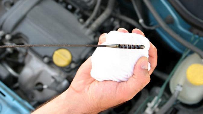 Pelumas mesin menjadi salah satu faktor maksimalnya performa mobil.