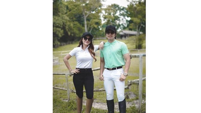 6 Momen Aurel Hermansyah dan Atta Halilintar Siap Berkuda, Pakai Pakaian Khusus (sumber: Instagram.com/ahhafamily5)