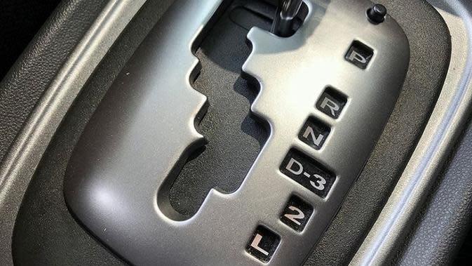 Yuk Kenali Kode di Tuas Transmisi Otomatis (foto: Auto2000)