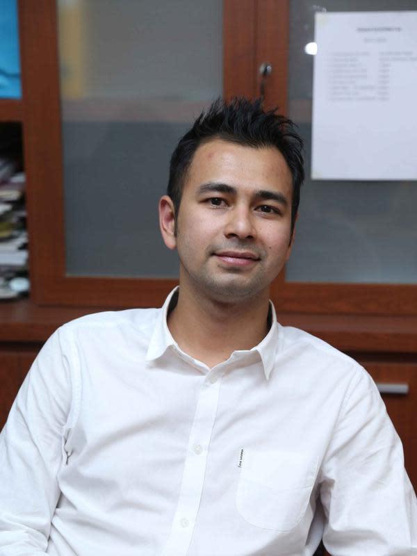 Awal Mula Masalah ini ketika Raffi Ahmad yang Berperan sebagai host di salah satu Program televisi swasta Minggu 1 November 2015 membuat guyonan yang menyudutkan profesi seorang wartawan. (Nurwahyunan/Bintang.com)