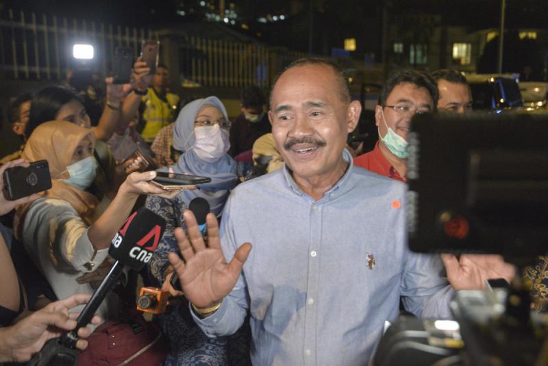 Tun Dr Mahathir Mohamad's political secretary Datuk Abu Bakar Yahya speaks to the media after leaving the Bersatu meeting in Kuala Lumpur June 4, 2020. — Picture by Shafwan Zaidon