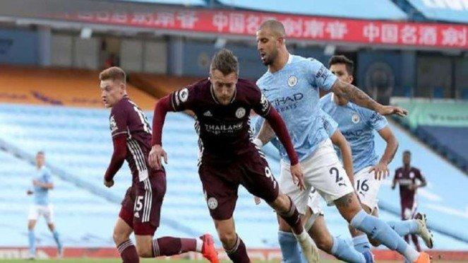Manchester City menghadapi Leicester City