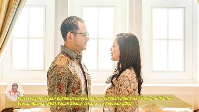 Prosesi pemeriksaan dokumen persyaratan pernikahan Danny Rukmana dan Raiyah di Kantor Urusan Agama (KUA) Tanah Abang, Jakarta, 13 Februari 2020. (dok. Instagram @tututsoeharto/https://www.instagram.com/p/B8g1bAlA2ri/?hl=en/Putu Elmira)