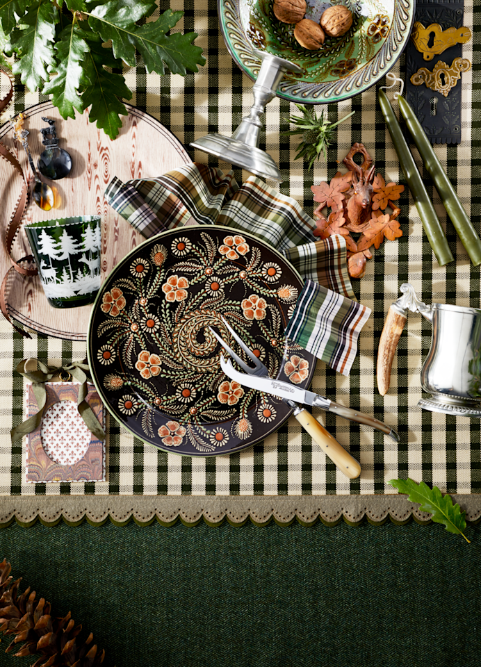 <p>Woodsy never looked so elegant with plaids, handmade painted slipware, and crafted wooden plates. A scheme full of rustic elements can easily be mixed in with a more formal setting or pared down for a simpler look as well.</p>