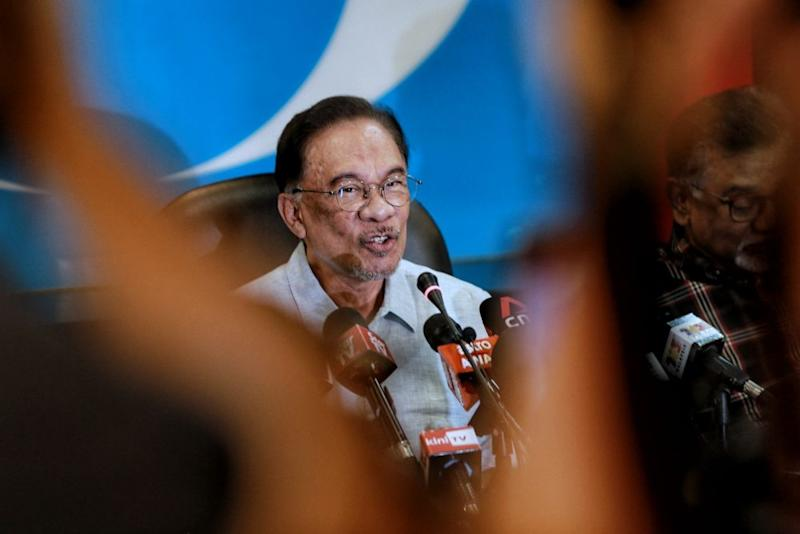 Datuk Seri Anwar Ibrahim today said the government needs to look into tenancy issues that have arisen as a result of the Covid-19 crisis. — Picture by Ahmad Zamzahuri