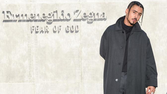 Kali ini ada Quincy Brown yang hadir di Fear of God Exclusively for Ermenegildo Zegna. Ia tampil berbusana dengan nuansa gelap. Ia memadukan warna abu-abu dan hitam. Tentunya dari koleksi Fear of God Exclusively for Ermenegildo Zegna. (FOTO:Owen Kolasinski/BFA.com)
