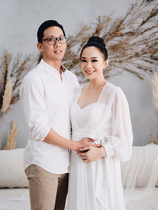 Sekedar informasi, Yuanita Christiani dan Indra Wiguna Tjipto resmi menikah pada 7 Maret 2019. Kini, pasangan ini tengah menanti kehadiran sang buah hati. Yuanita mengumumkan kehamilannya saat usia janinnya telah empat bulan. (Instagram/yuanitachrist)