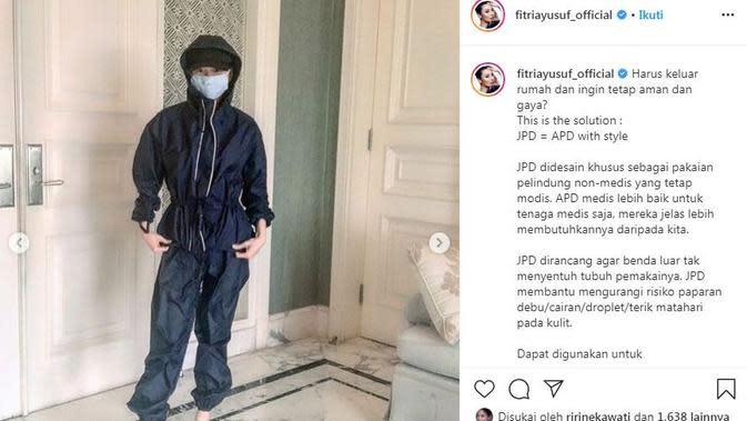 Fitria Yusuf memamerkan Jas Pelindung Diri (JPD) yang bisa digunakan untuk berbagai keperluan (Dok.Instagram/@fitriayusuf_official/https://www.instagram.com/p/B_byQe8h6f3/Komarudin)