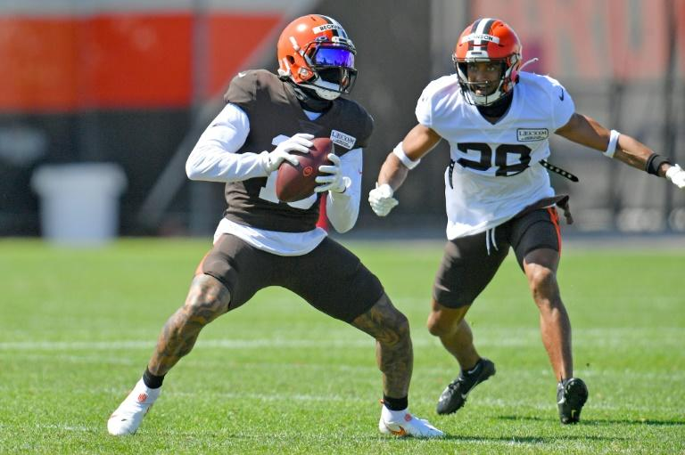 Browns' Johnson hospitalized with lacerated liver