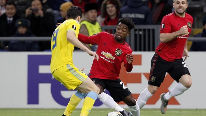 Aksi pemain Manchester United, Angel Gomes, pada laga kontra Astana di Grup L Liga Champions, Kamis (28/11/2019) WIB. (AFP/stringer)