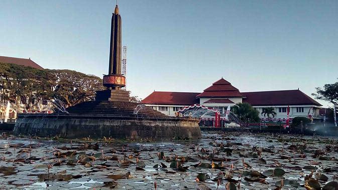 Alun - alun Tugu atau Taman Tugu Malang tepat di depan Balai Kota Malang (Liputan6.com/Zainul Arifin)