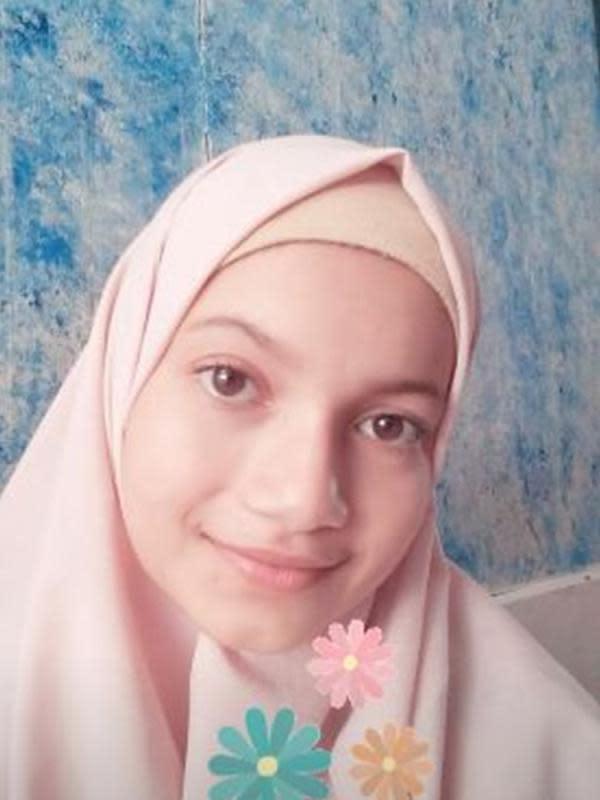 6 Potret Ratu Sofya 'Dari Jendela SMP' saat Berhijab, Bikin Pangling (sumber: Instagram.com/ratu.sofya)