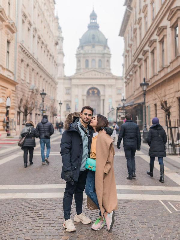 Raffi Ahmad dan Nagita Slavina di Budapest (Instagram/raffinagita1717)