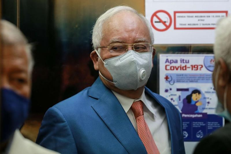 Datuk Seri Najib Razak arrives at the Kuala Lumpur High Court September 17, 2020. — Picture by Ahmad Zamzahuri