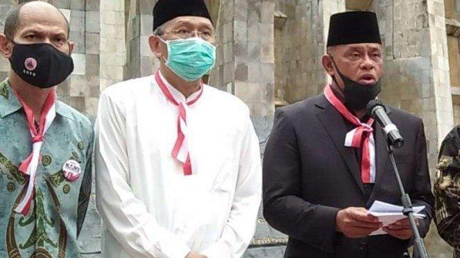Jenderal TNI (Purn) Gatot Nurmantyo (kanan) saat deklarasi KAMI (Koalisi Aksi Menyelamatkan Indonesia) di Tugu Proklamasi Jakarta Selasa 18 Agustus 2020,