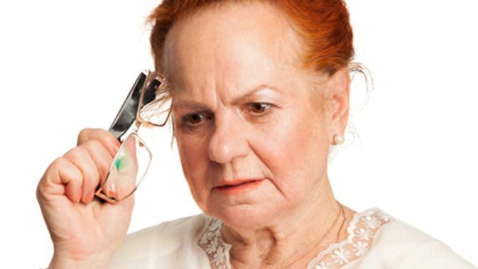 Sebanyak 60 sampai 70 persen kasus demensia merupakan penyakit alzheimer atau pikun, simak gejalanya berikut ini.