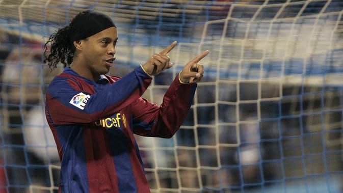 5. Ronaldinho - Pemain asal Brasil ini bergabung dengan Barcelona pada 2003-2008. Ronaldinho mampu mengemas 94 gol dari 207 penampilan di Barcelona. (AFP/Diego Tuson)