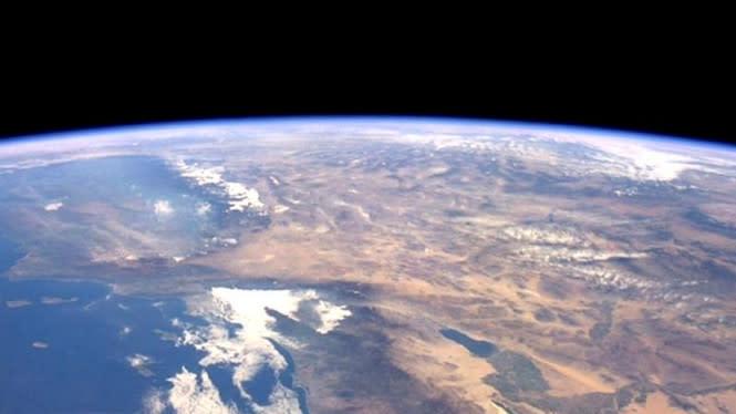 Peringatan Astronot Tentang Bumi Dilihat dari Luar Angkasa
