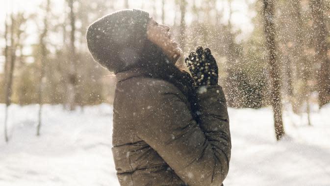 ilustrasi musim dingin/Photo by Kelly Sikkema on Unsplash