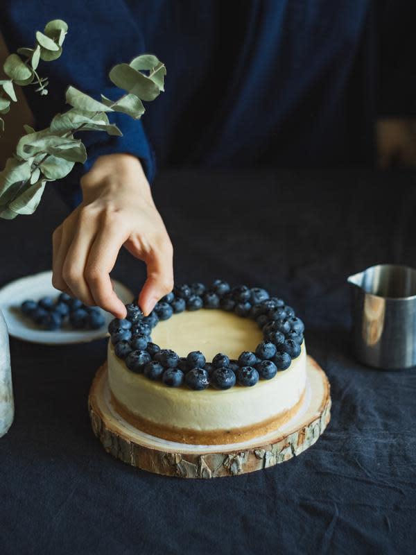 ilustrasi resep kue ulang tahun praktis tanpa oven/Dilyara Garifullina/unsplash