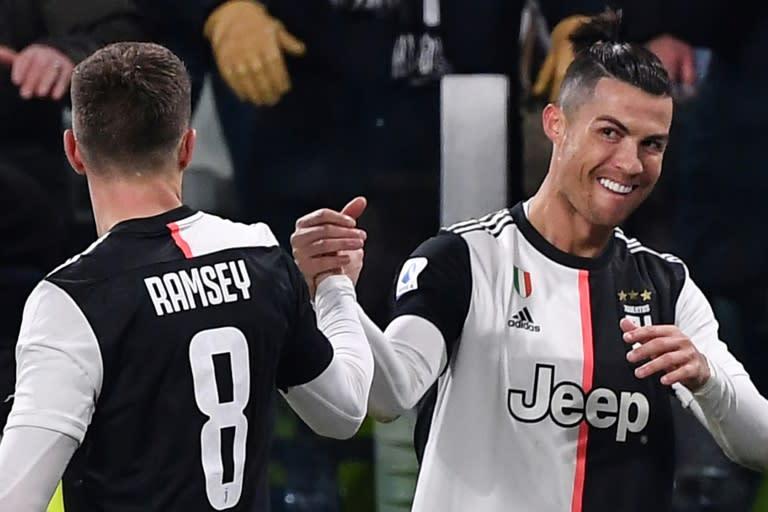 Juventus forward Cristiano Ronaldo (R) has scored in seven consecutive league games