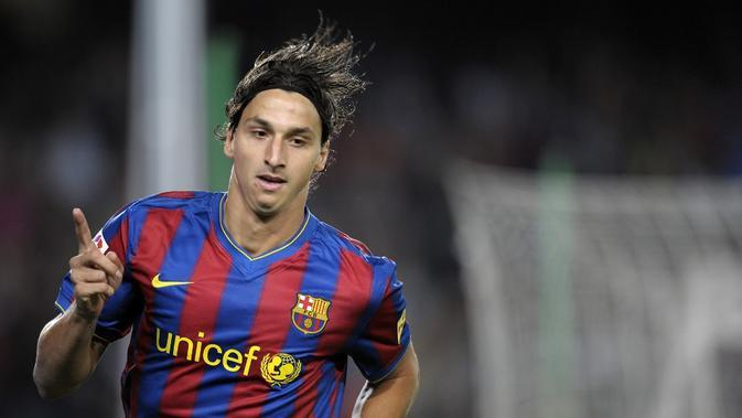Zlatan Ibrahimovic pernah membela Barcelona rentang 2009-2011. (AFP/Lluis Gene)
