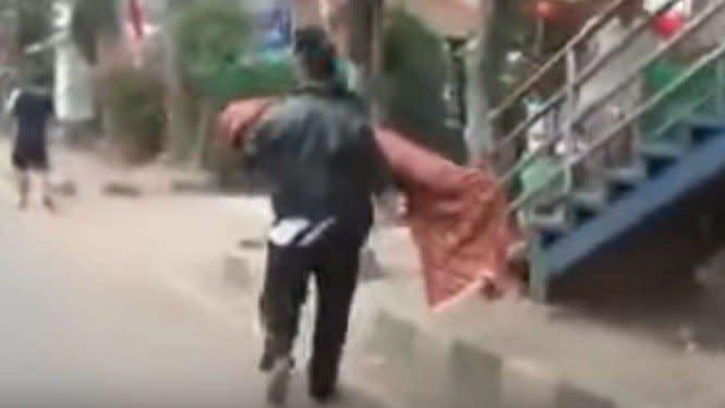 4 Fakta Pria Bopong Jenazah Anak karena Gak Dapat Ambulans, Miris!