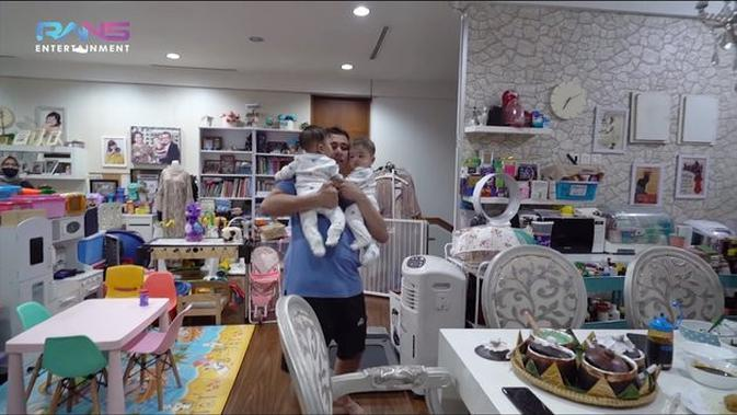 6 Momen Raffi Ahmad Asuh Zayn dan Zunaira Sendirian, Kewalahan Banget. (Sumber: YouTube/Rans Entertaiment)