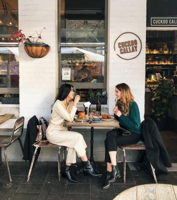 10 Potret Persahabatan Acha Sinaga dan Ana Octarina, Friendship Goals!