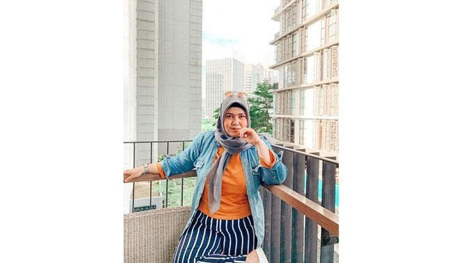 Ingat Pemeran Yulia 'Putih Abu-Abu'? Ini 6 Potret Terbarunya Tampil Berhijab (sumber: Instagram.com/devpao)