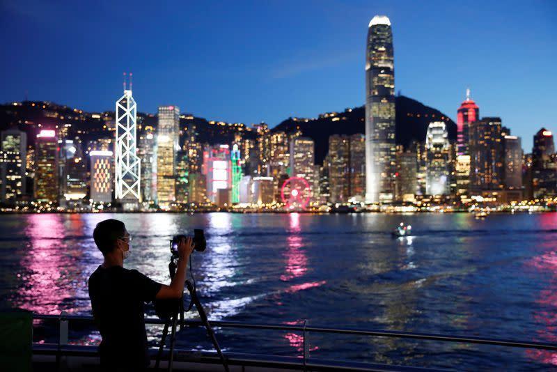 Hong Kong peringatkan kota di ambang wabah besar virus corona