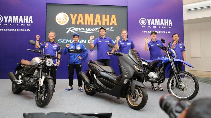 Maverick Vinales bersama Valentino Rossi terlibat dalam acara pengukuhan skuad Yamaha Racing Indonesia di Jakarta, Selasa (04/02)