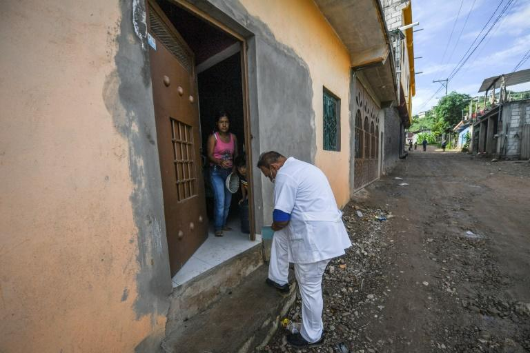 Fear of hospitals means some Mexicans 'prefer to die at home'