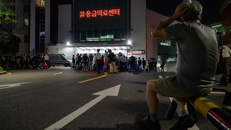 Media and spectators gather outside the Seoul National University hospital on Jul 9, 2020,