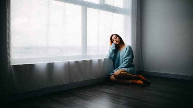 Ilustrasi rasa kesepian | unsplash.com/@anthonytran dan unsplash.com/@joshrh19