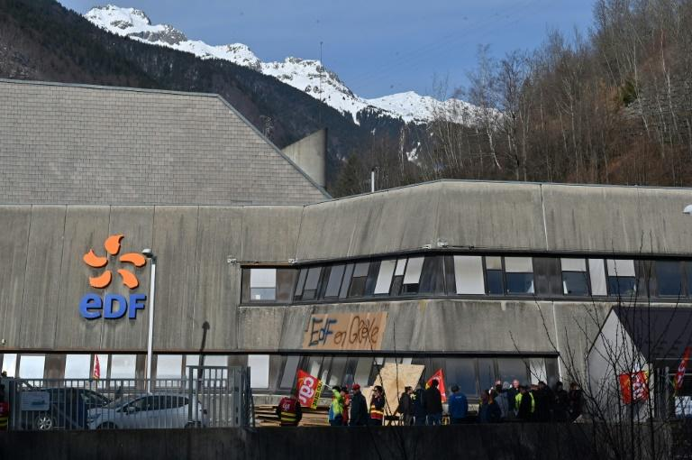 Strikers halted output at France's biggest hydro-electric plant, at Grand'Maison in the Alps, on Wednesday