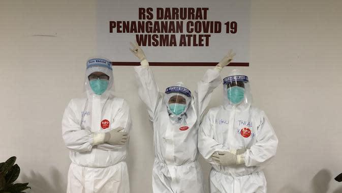 Falla Adinda, seorang dokter yang juga selebritis dunia maya, menjalankan tugasnya sebagai dokter relawan di Rumah Sakit Darurat (RSD) Wisma Atlet Kemayoran, Jakarta Pusat, yang menangani pasien Corona COVID-19 di Indonesia (Foto: Dokumen Pribadi)