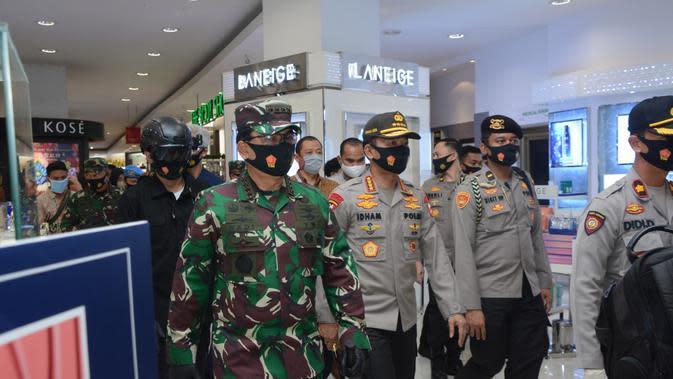 Panglima TNI dan Kapolri Tinjau Langsung Penerapan Protokol Kesehatan di Pasar Semarang