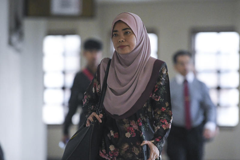 The Finance Ministry's Strategic Investment Department deputy secretary Afidah Azwa Abdul Aziz arrives at the Kuala Lumpur Courts Complex June 20, 2019. — Picture by Miera Zulyana