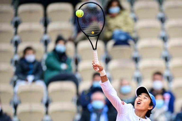 Zhang emulates Li Na with last 16 place at Roland Garros