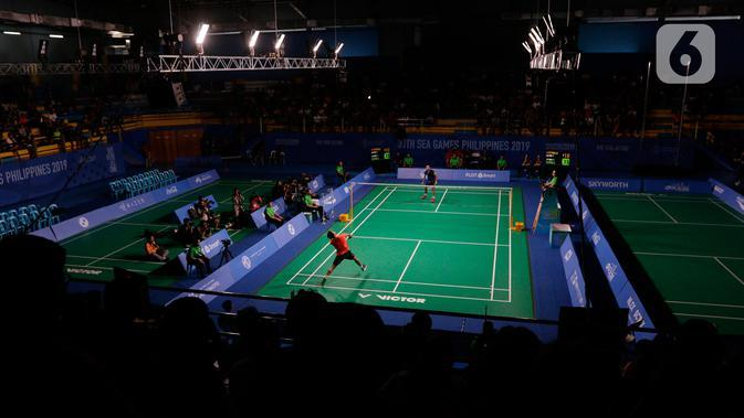 Tunggal putra Indonesia, Anthony Ginting, saat melawan Soong Joo Ven pada final beregu SEA Games 2019 di Multinlupa Sport Center, Filipina, Rabu (4/12/2019). Ginting menang 13-21, 21-15, dan 21-18. (Bola.com/M Iqbal Ichsan)