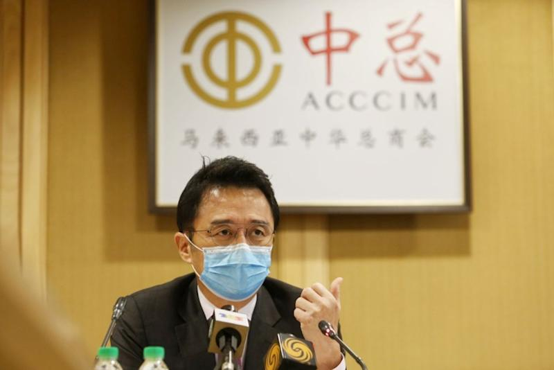 Tan Sri Ter Leong Yap, president of the Associated Chinese Chambers of Commerce and Industry of Malaysia addresses reporters during a press conference at the Wisma Chinese Chamber in Kuala Lumpur August 6, 2020. ― Picture by Choo Choy May